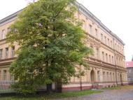 Budova gymnázia na ulici Československé armády